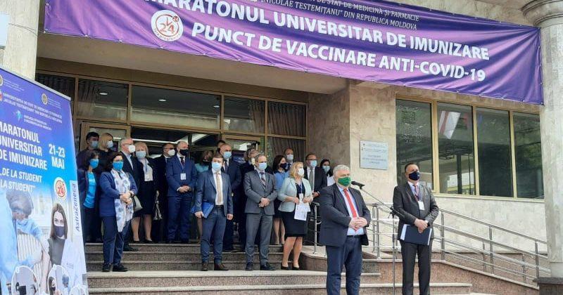 """Studenții Universității de Stat din Moldova participă în cadrul maratonului universitar de imunizare """"De la student la student"""""""
