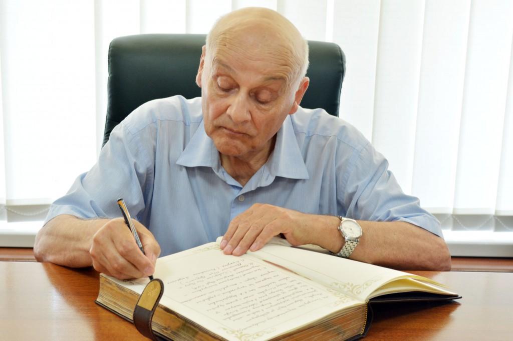 prof. Leonid Bokut', Universitatea din China de Sud, Institutul de Matematică. S.L. Sobolev, Rusia